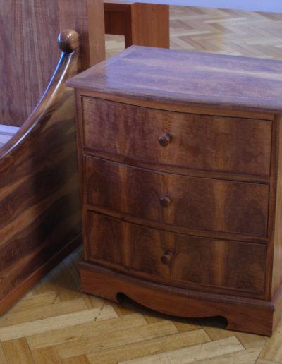 Bed & bedside cabinet