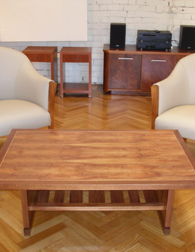 Lounge chairs & coffee table