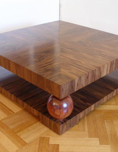 Ball coffee table